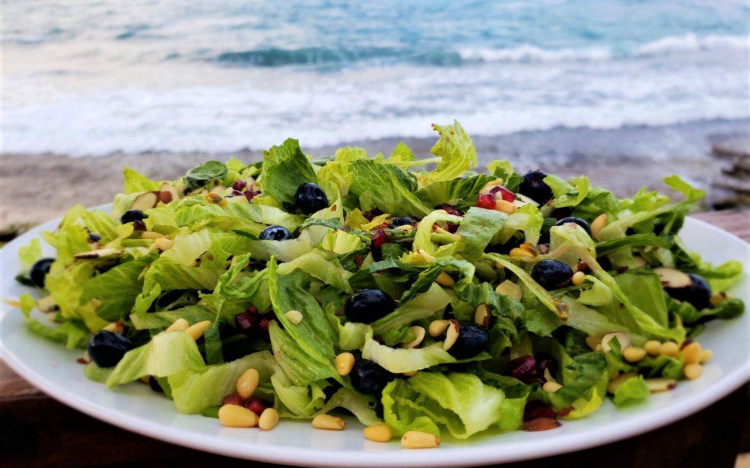 Ensalada Verde con Frutas y Nueces